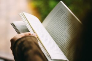 cara menulis novel, cara mencari ide untuk menulis cerpen